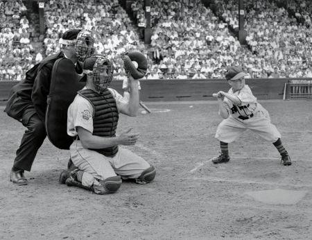 Eddie Gaedel at bat 1951