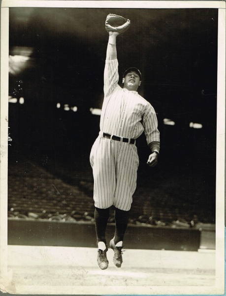 Lou Gehrig jumping photo