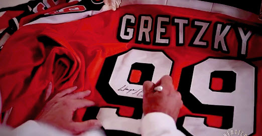 Gretzky signing jersey