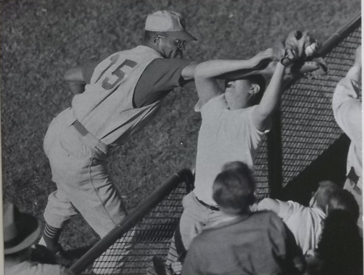 Cincinnati Reds' George Crow fighting a fan over a foul ball.