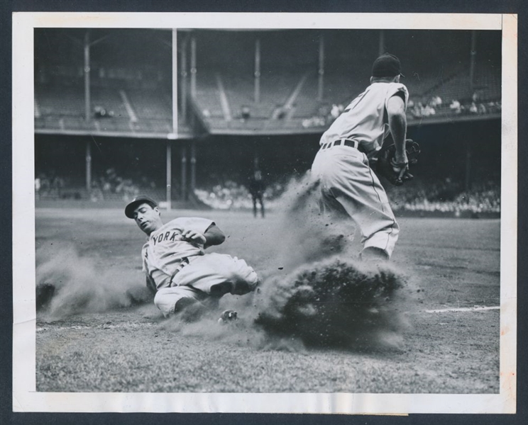 1946 Joe DiMaggio photo