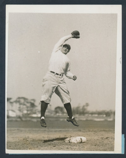 1928 Lou Gehrig photo first base