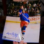 Signed Wayne Gretzky picture