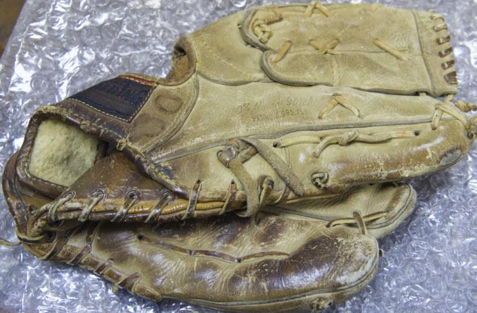 Nolan Ryan game-used glove