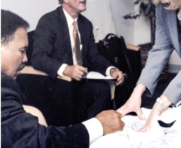 Ali signing autograph