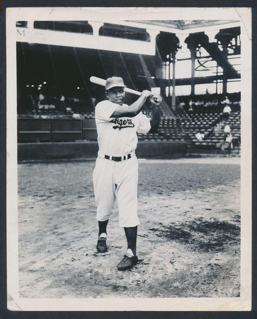 1949 Jackie Robinson photo
