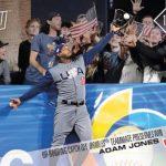2017 Topps NOW Adam Jones catch